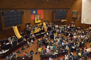 Occupying the Legislative Yuan, Taiwan's parliament. Photo: http://flipthemedia.com/2014/07/social-media-taiwan/